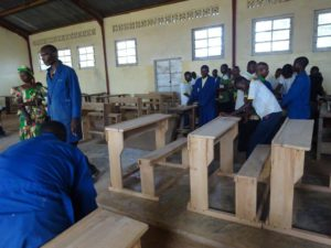 The vocational school makes desks for the secondary school with the parents' support
