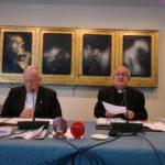 Mgr. Enrico dal Covolo (à droite)